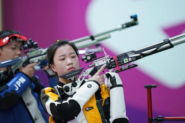 女子10米气步枪产生奥运首金,射击队双姝力争开门红